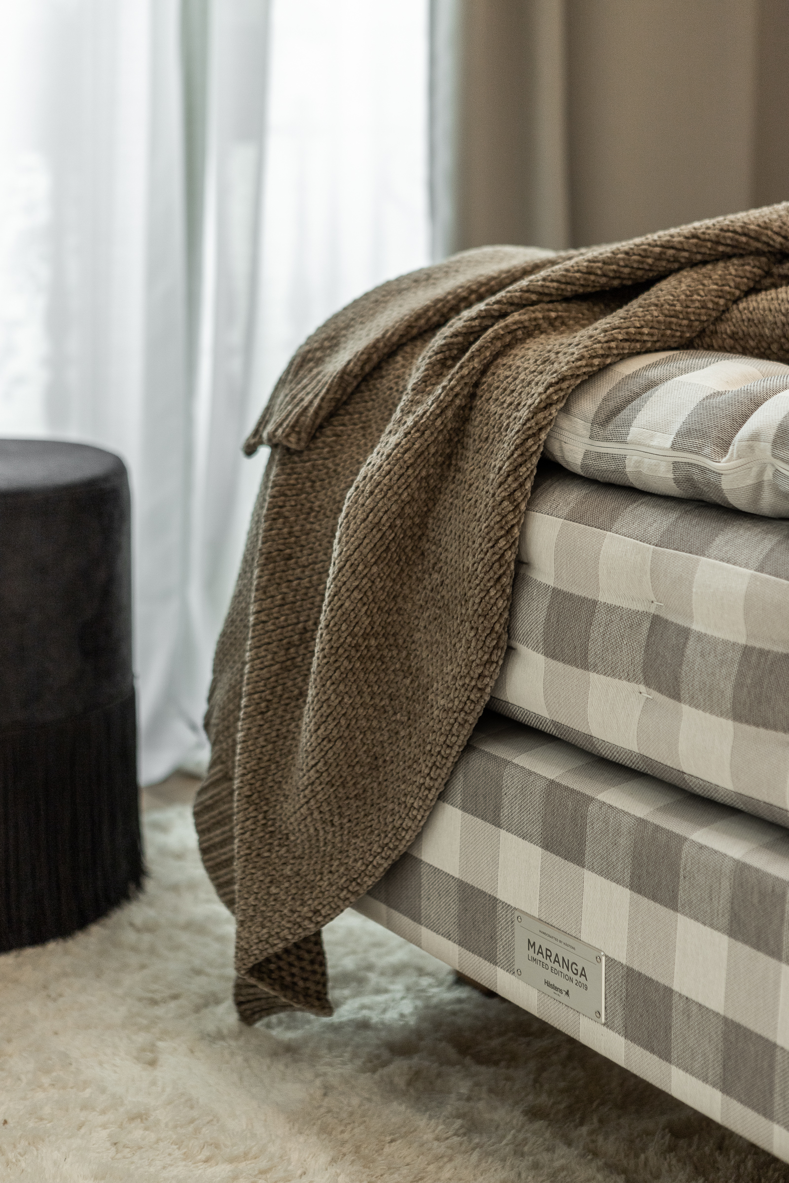Nordic Standard furniture Hastens beds