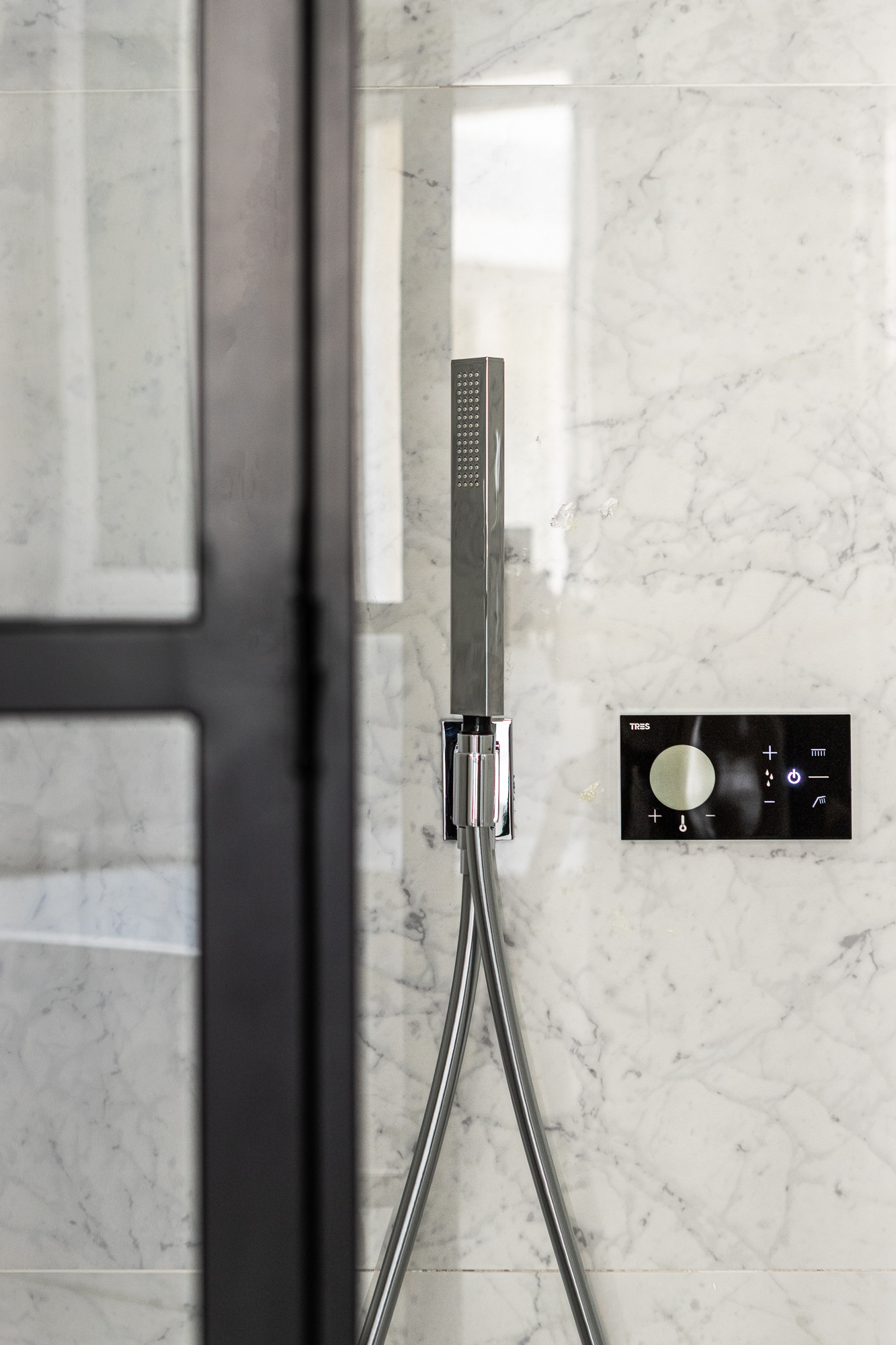 Nordic Standard interior design showers